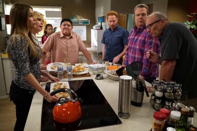 modern-family-s7-kitchen